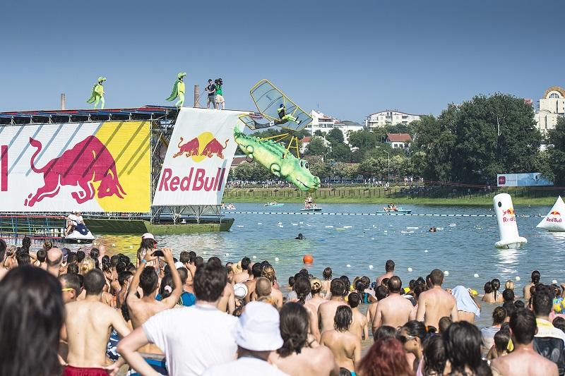 Red Bull Flugtag - foto: Mihai Stetcu