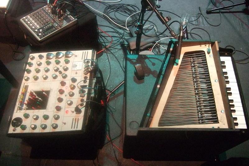 Instrumenti - Thomas Lehn i Benoit Moreau