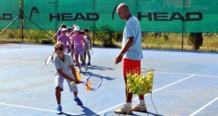 Besplatna škola tenisa