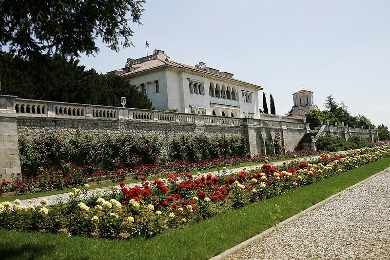 Dvorski kompleks na Dedinju