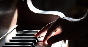 (Ne)klasičan koncert(pt): U sukobu sa prazninom