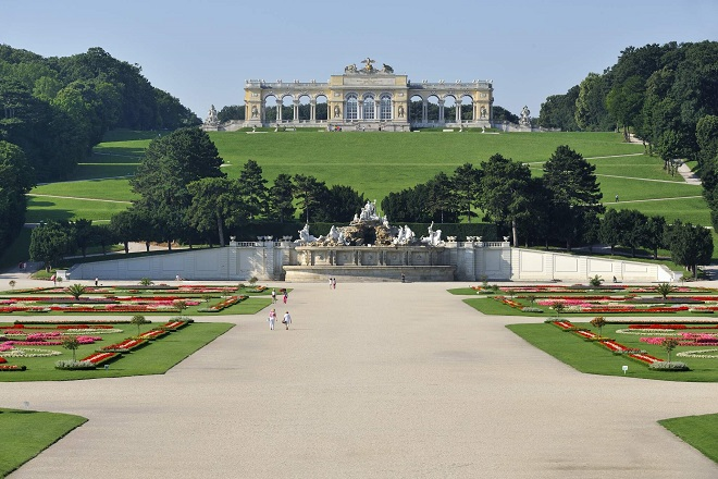 Beč - Glorijeta iznad dvorca Šenbrun © PID/ Schaub Walzer