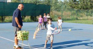 Besplatna škola tenisa na Adi Huji