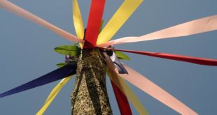 Maypole dance iliti Motke u engleskim igrama