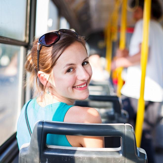 Kako da lakše podneseš vožnju gradskim prevozom na +40