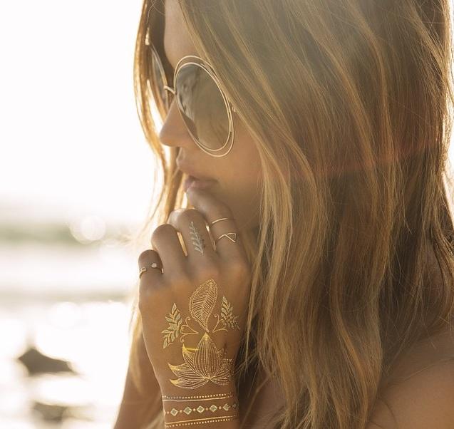 Trend zlatnih tetovaža
