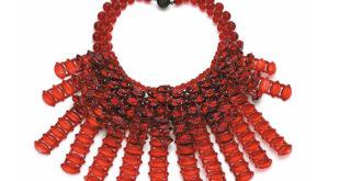 Ogrlica, staklene perle i štras, 2013. godina. Kotilda Silva, iz Arhiva kuće Unger