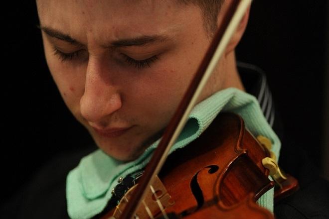 Violinista Nemanja Belej