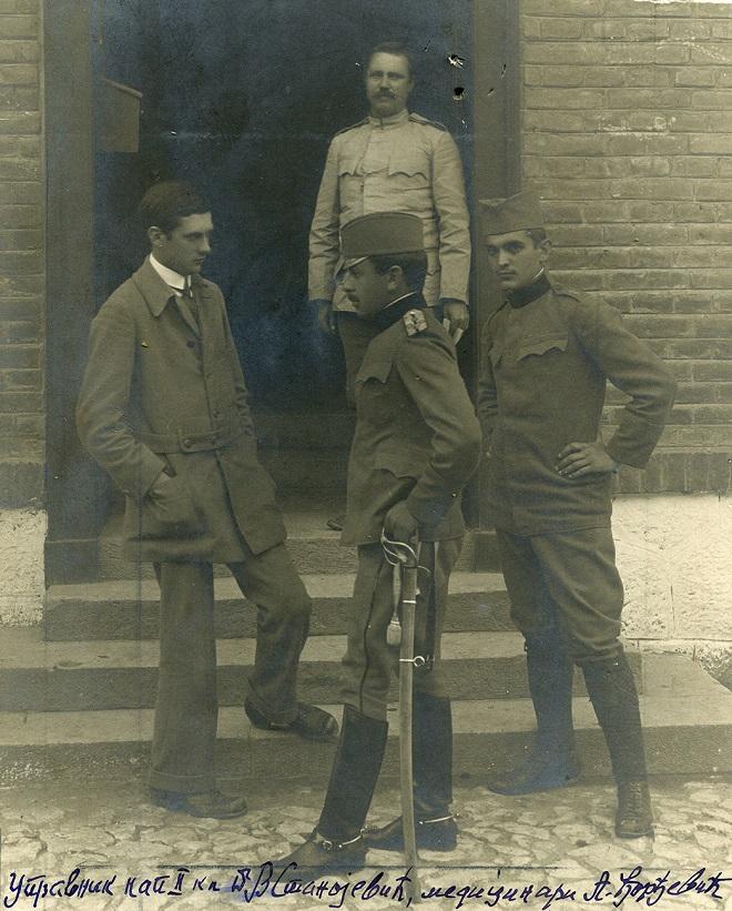 Dr Vlada Stanojević ispred bolnice u Nišu, 1915.
