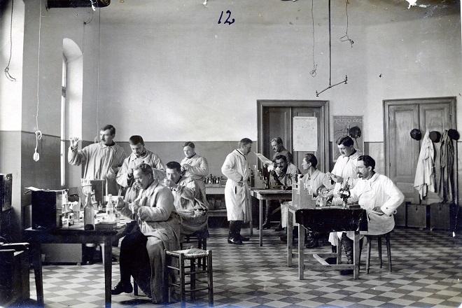 """Laboratorija dr Ludvika Hirsfelda u narodu poznatog kao """"pobednik protiv epidemije tifusa"""""""