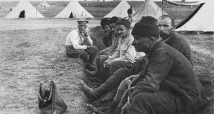 Vojnici na odmoru u srpskom logoru u Sedesu, 1916.