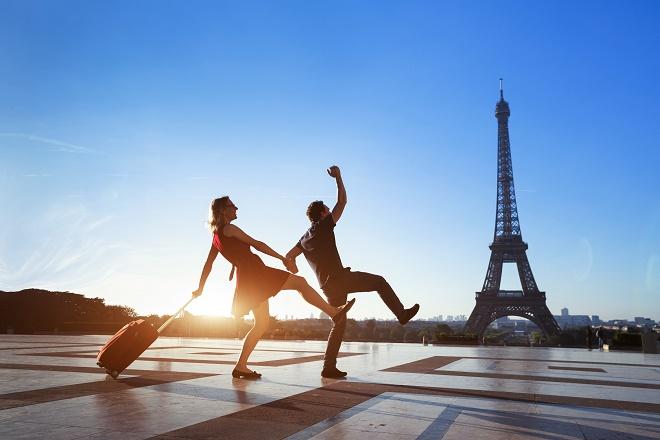 Pariz - ludi turisti (foto: Shutterstock)