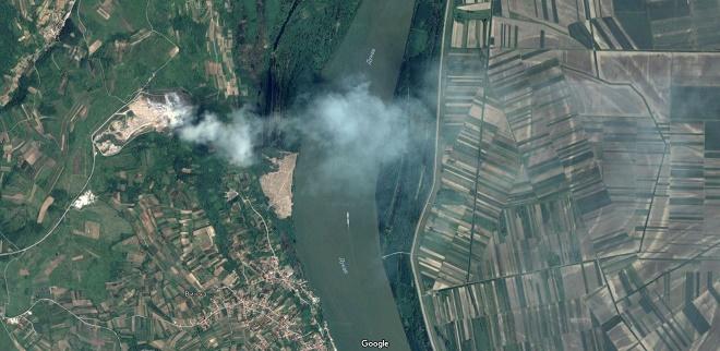 Požar u Vinči se vidi i iz svemira! (print screen Google Maps)