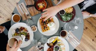 Sami ili u društvu, jedite sporije...