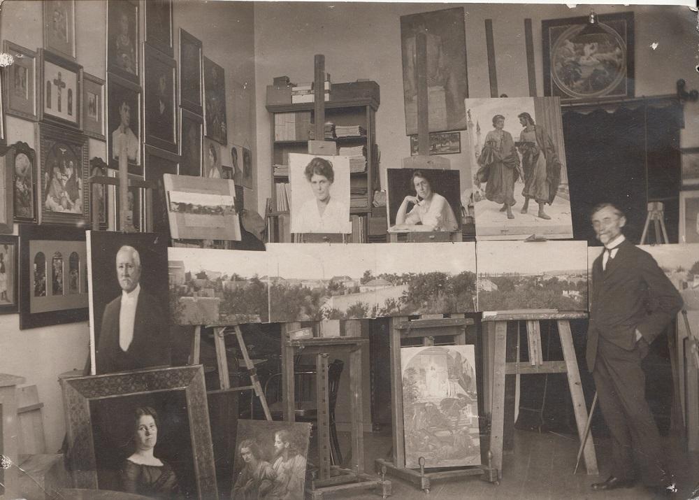 Uroš Predić u svom beogradskom ateljeu