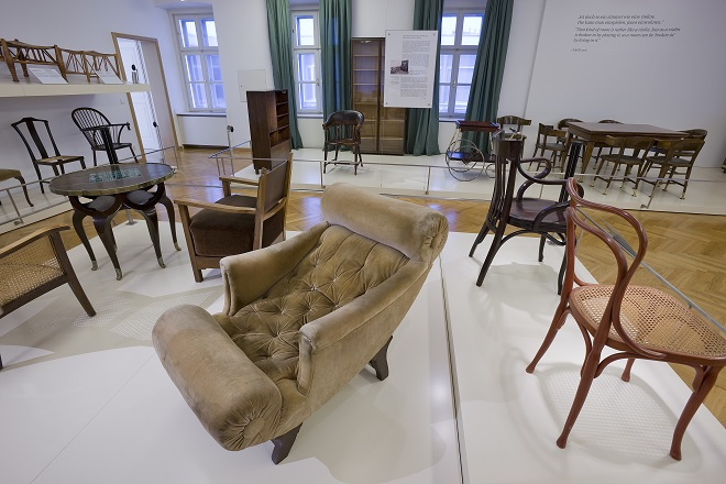 Izložba nameštaja u Beču: Fotelja, Adolf Los © BMobV, Foto LoisLammerhuber