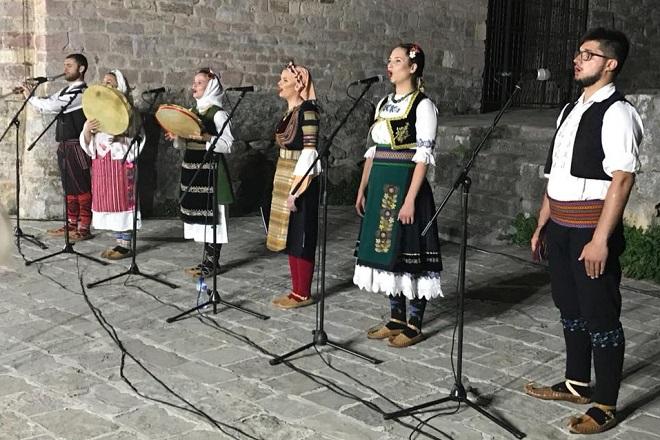 """Vidovdanski koncert """"Srbija se rodi"""": Pevačka grupa """"Vez"""""""