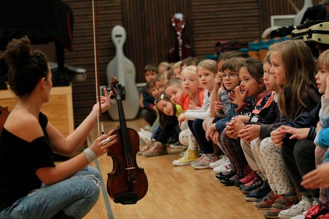 "Bebe, dobrodošle u Filharmoniju! (foto: ""Deca u BGF"", M. Đoković)"