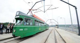 Prvi tramvaj na Mostu na Adi (foto: Predrag Mitić; beograd.rs)