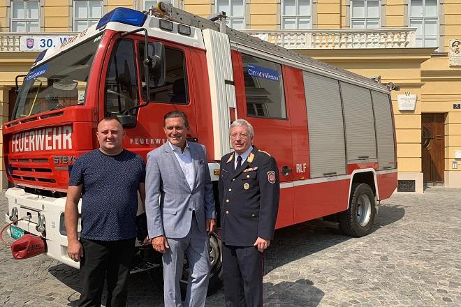 Bečki vatrogasci kolegama iz Srbije poklonili vozilo (foto: Claude Brauchbar, WH Media)