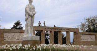 Groblje oslobodilaca Beograda dobilo je trobojnu rasvetu (foto: beogradskagroblja.com)