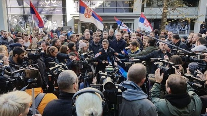 Savez za Srbiju: Blokirani ulazi u zgradu RTS-a (foto: FB/SaveZaSrbiju)