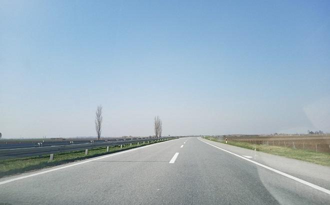 Korona virus COVID-19 - vanredno stanje - nove vesti: Zabranjen putnički saobraćaj - autoput BG-ZG (foto: Nenad Mandić / danubeogradu.rs)