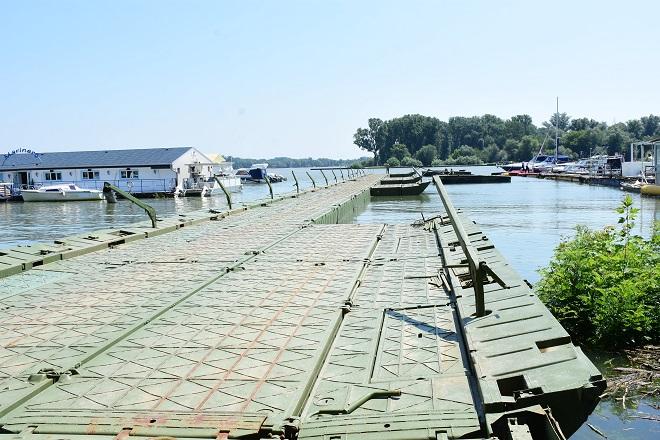 Pontonski most do plaže Lido (foto: beograd.rs)
