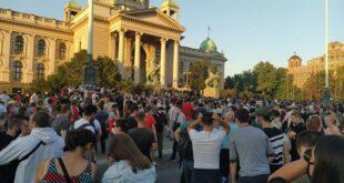 Vesti dana, 9. jul 2020. Beograd, Srbija, svet (protest pre sukoba; foto: Jelena Markvart)