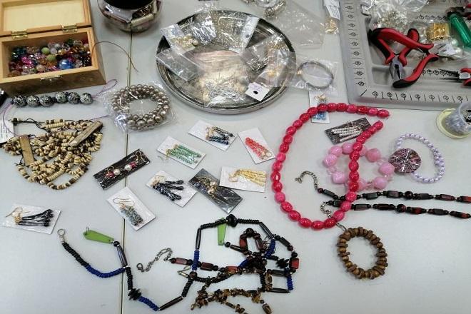 Radionica izrade nakita na Zvezdari (fotografiju obezbedila GO Zvezdara)