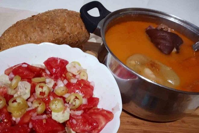 Recepti: Čorbast pasulj sa kolenicom ili suvim rebrima (foto: Nenad Mandić)