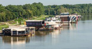 Da li znate... da na Savi i Dunavu kod Beograda pluta 319 splavova - ugostiteljskih objekata (foto: Mirko Kuzmanović / Shutterstock)