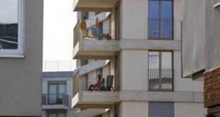 Bečki balkon: platforma koja štrči iz zida, statusni simbol, mini bašta... (foto: © Regina Hügli)