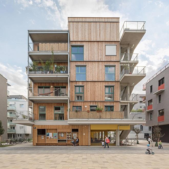 """Bečki balkon (foto: zgrada """"Gleis 21"""" izgrađena 2020. godine © Hertha Hurnaus)"""