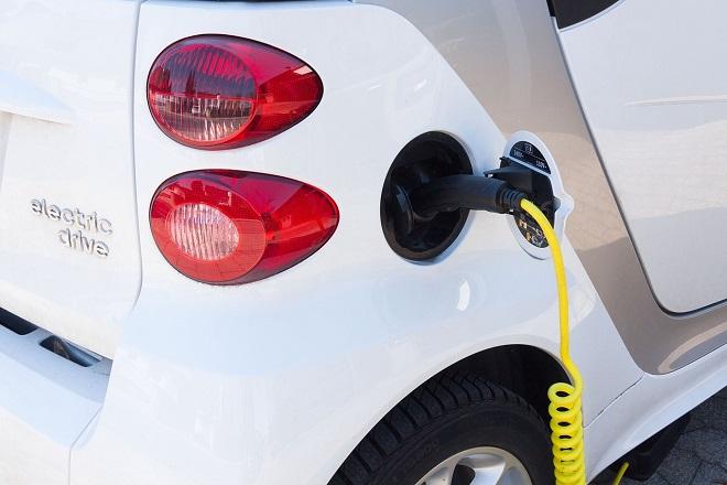 Da li znate... da u Srbiji ima oko 700 električnih i hibridnih automobila (foto: Pixabay)