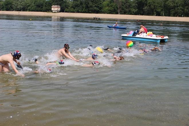 Plivački maraton sa perajima na Adi Ciganliji (foto: beograd.rs)