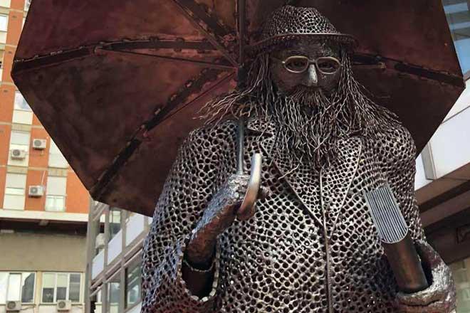 Skulptura Raši Popovu (foto: beograd.rs)