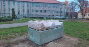 Rimski sarkofag u Zemunskom parku (fotografiju obezbedila GO Zemun)