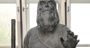 """Skulptura """"Slepi guslar"""" (foto: beograd.rs)"""