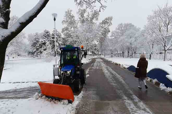 "Čišćenje snega sa javnih površina u Beogradu (foto: JKP ""Zelenilo - Beograd"")"