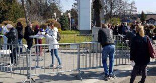 Beleške jednog penzionera: stranci u redu za vakcinaciju na BG sajmu (foto: Milan Miljević)
