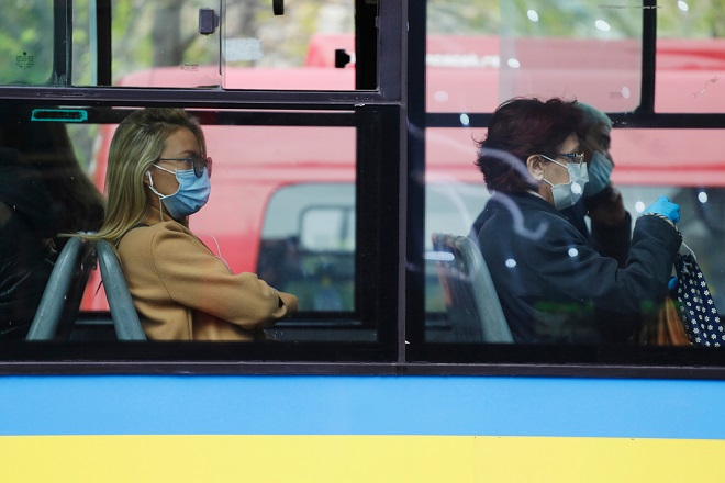 Tramvaji i autobusi na starim trasama (foto: Nelson Antoine / Shutterstock)