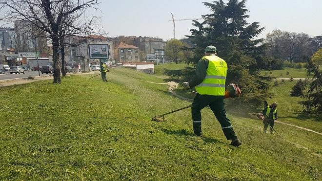 "Košenje travnatih površina u Beogradu (foto: JKP ""Zelenilo - Beograd"")"