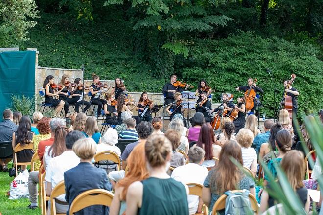 Orkestar Muzikon u Botaničkoj bašti