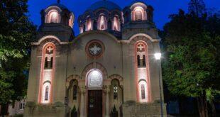 Dekorativno osvetljenje na Hramu Svetog arhangela Gavrila (foto: beograd.rs)