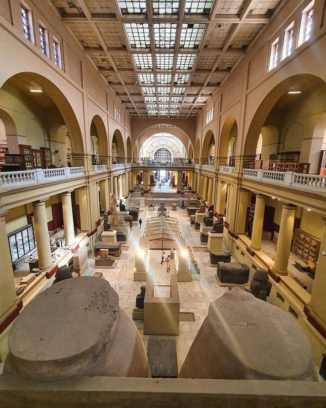Lutajući putnik u muzeju