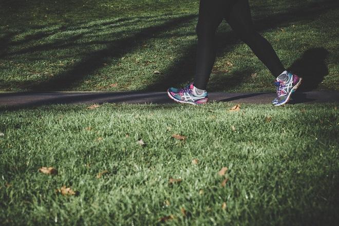 Hodanje - potcenjeni način vežbanja i mršavljenja (foto: Arek Adeoye / Unsplash)