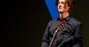 Muzikom kroz muzej: Gitarista Vuk Vukajlović