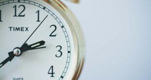 Zimsko računanje vremena - sat unazad (foto: Sonja Langford / Unsplash)